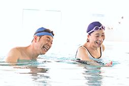 膝や腰への負担も少なく、泳げない方でも安心!